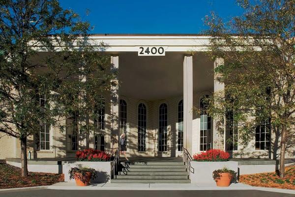 BLDG EXTERIOR FRONT showrooms@2400-600x400